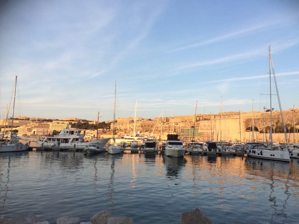 Málta elvonulás